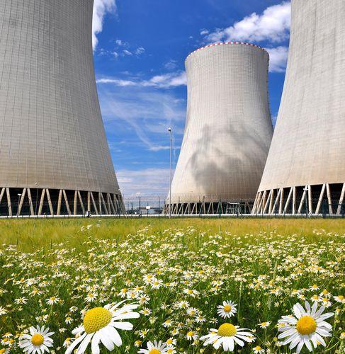 Caldeiras de resfriamento de uma Usina Nuclear. Foto: Vaclav Volrab / Shutterstock.com