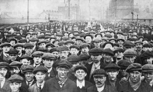 Milhares de trabalhadores das indústrias inglesas.
