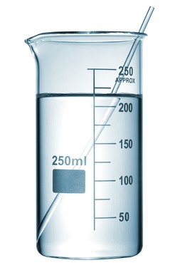 Bastão de vidro dentro de um béquer. Foto: chromatos / Shutterstock.com