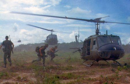 Helicópteros eram a novidade em tecnologia militar em 1966, durante a Guerra do Vietnã. Foto: US Army / via Wikimedia Commons