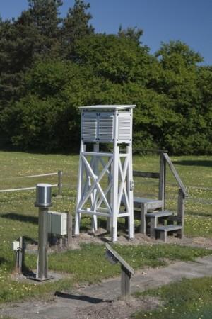 Pequena estação meteorológica utilizada em aeroporto. Foto: Arne Bramsen / Shutterstock.com