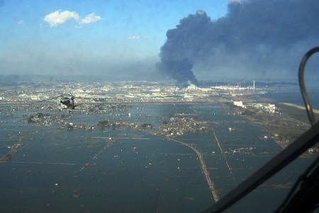 Devastação causada pelo tsunami de 2011 em Sendai, Japão. Foto: U.S. Navy photo [Public domain], via Wikimedia Commons