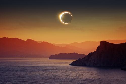 Eclipse solar. Ilustração: Igor Zh. / Shutterstock.com
