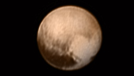 Foto de Plutão, capturada em 08/07/2015, a cerca de 8 milhões de quilômetros de distância pela sonda New Horizons. Créditos: NASA.