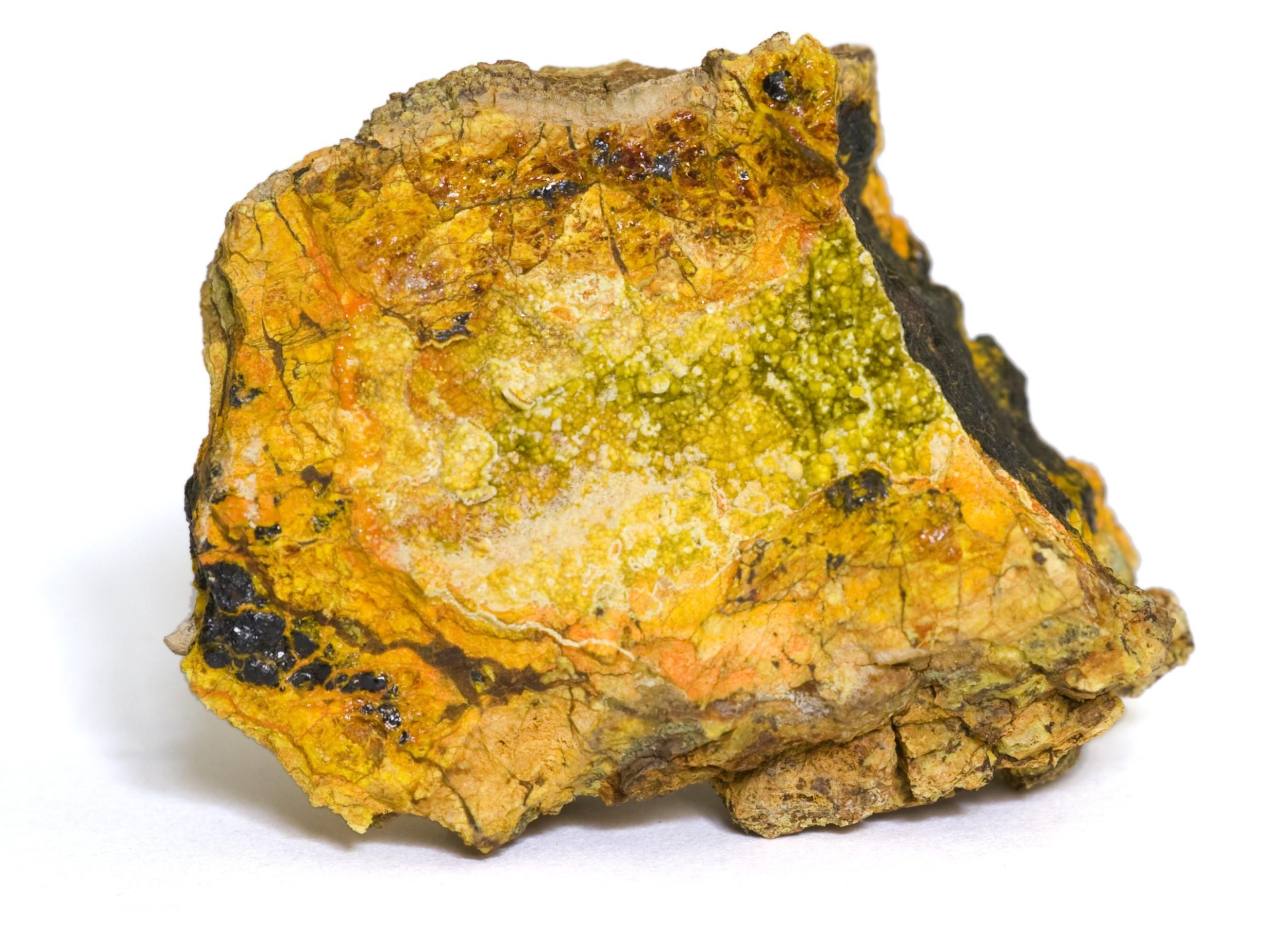 Wölsendorfita, um mineral raro que contém urânio em sua composição. Foto: Marcel Clemens / Shutterstock.com