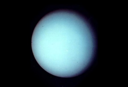 Urano, fotografado pela sonda espacial Voyager 2, em 1986. Foto: NASA.