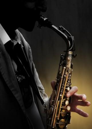Saxofone é um dos principais instrumentos musicais utilizados no Jazz. Foto: Mark Rubens / Shutterstock.com