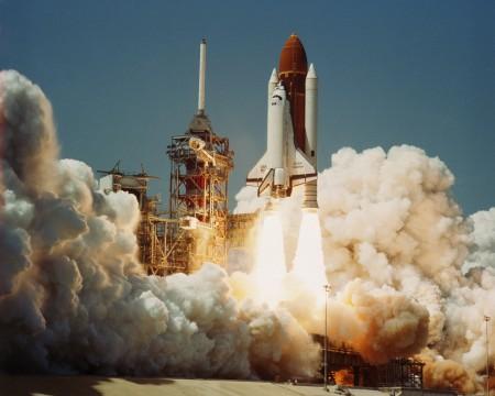 Ônibus espacial Challenger, em seu lançamento inaugural (4 de abril de 1983). Foto: NASA