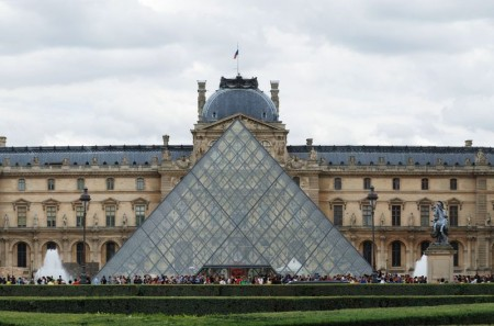 Museu do Louvre. Foto: Joaquim Alves Gaspar [CC-BY-SA-3.0 (http://creativecommons.org/licenses/by-sa/3.0)], via Wikimedia Commons