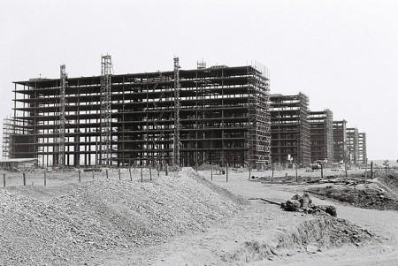 Esplanada dos Ministérios, em construção. Foto: Arquivo Público do Distrito Federal [CC-BY-SA 3.0] / via Wikimedia Commons