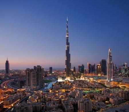 Dubai. No centro, o edifício Burj Khalifa, o mais alto do planeta. Foto: Sophie James / Shutterstock.com