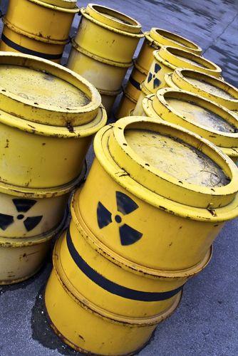 Resíduos radioativos são armazenados geralmente em barris amarelos. Foto: Creativemarc / Shutterstock.com