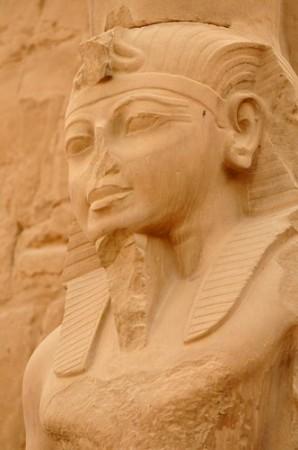 Estátua de Ramsés III no templo de Amon, em Karnak, Egito. Foto: mountainpix / Shutterstock.com