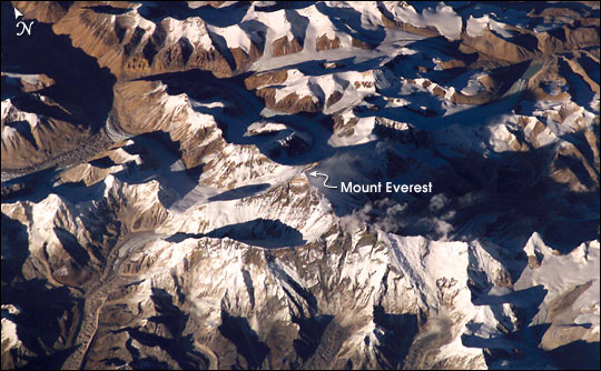 Foto de satélite do Monte Everest. Foto: NASA [domínio público] / via DominioPublico.gov.br