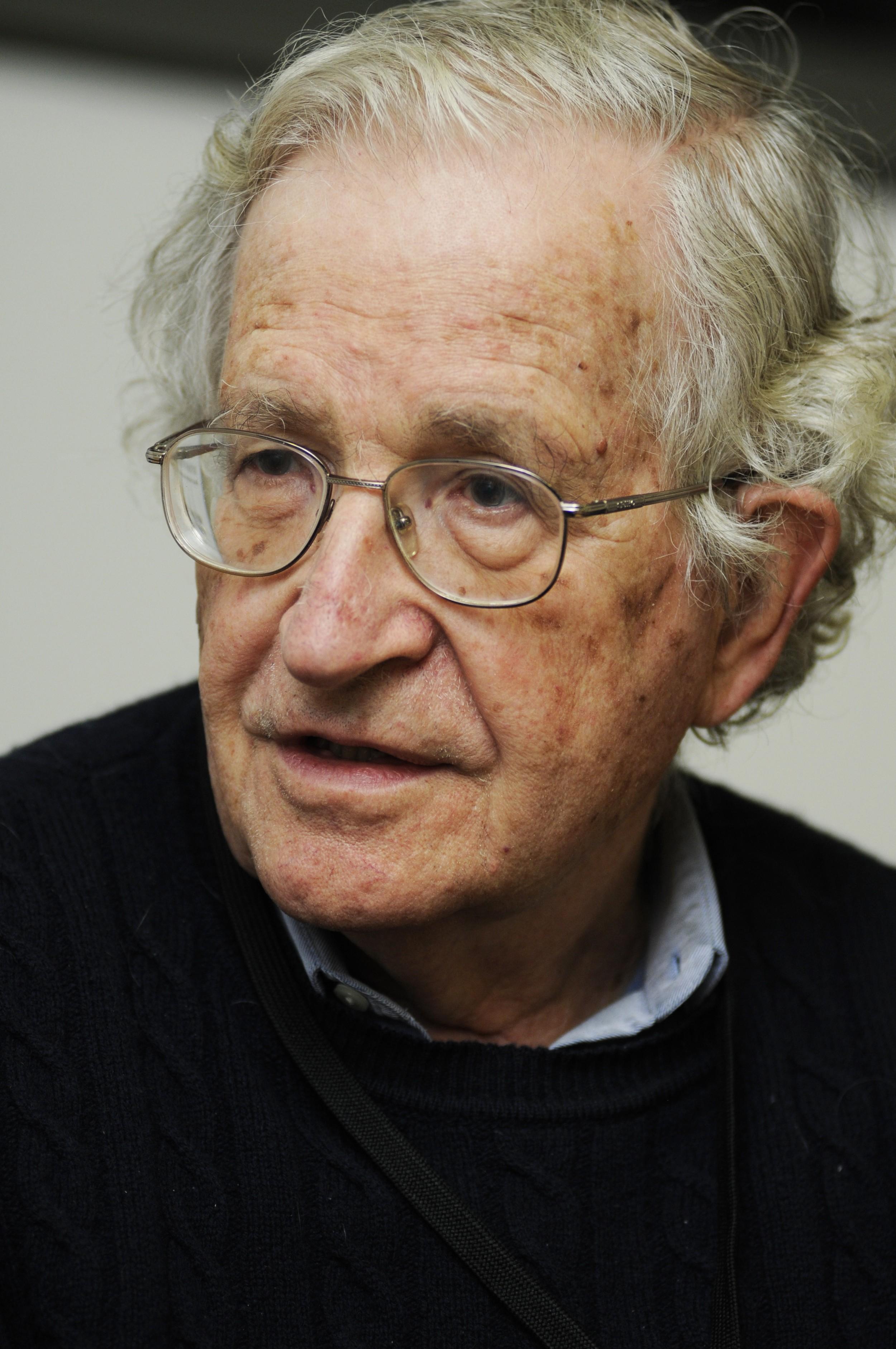 Noam Chomsky - InfoEscola