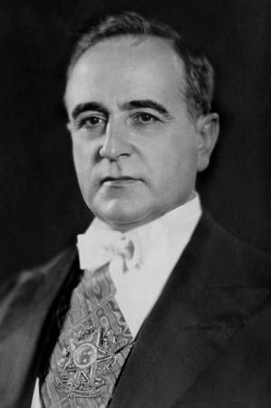 Foto oficial do primeiro mandato de Getúlio Vargas, 1930. Fonte: Wikimedia Commons