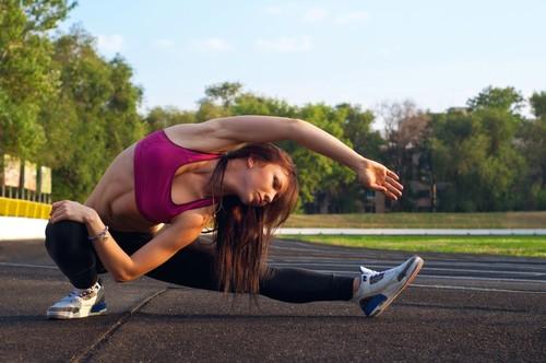 Alongamento muscular. Foto: mariematata / Shutterstock.com