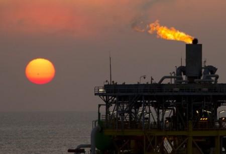 Plataforma de petróleo. Foto: claffra / Shutterstock.com