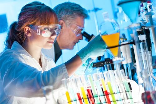 Laboratório de análises químicas. Foto: Matej Kastelic / Shutterstock.com