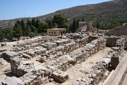 Restos do Palácio de Cnossos, localizado na ilha de Creta. Foto: Yu Lan / Shutterstock.com