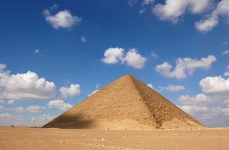 Pirâmide Vermelha. Foto: Zhang Baohuan / Shutterstock.com