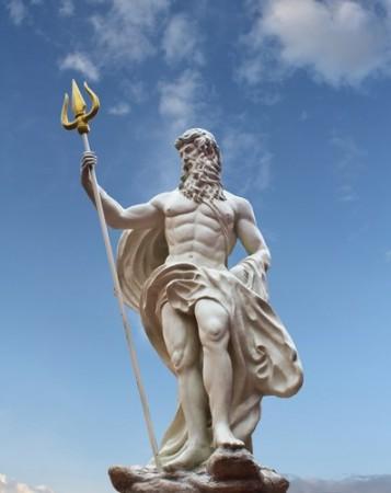 Estátua de Poseidon. Foto: Yutthaphong / Shutterstock.com