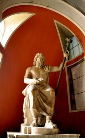 Estátua de Zeus em seu trono. Foto: kasa.dome / Shutterstock.com