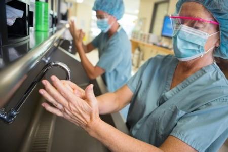 Prevenção de Infecções Hospitalares. Foto: Tyler Olson / Shutterstock.com