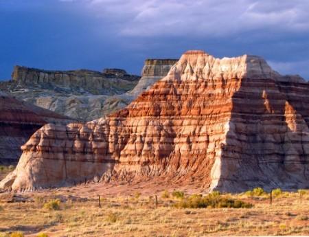 Penhascos formados por rochas sedimentares. Foto: Leene / Shutterstock.com