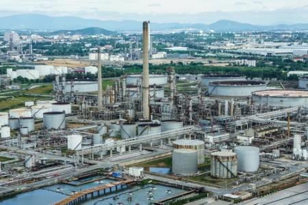 Refinaria de Petróleo. Foto: Jaochainoi / Shutterstock.com