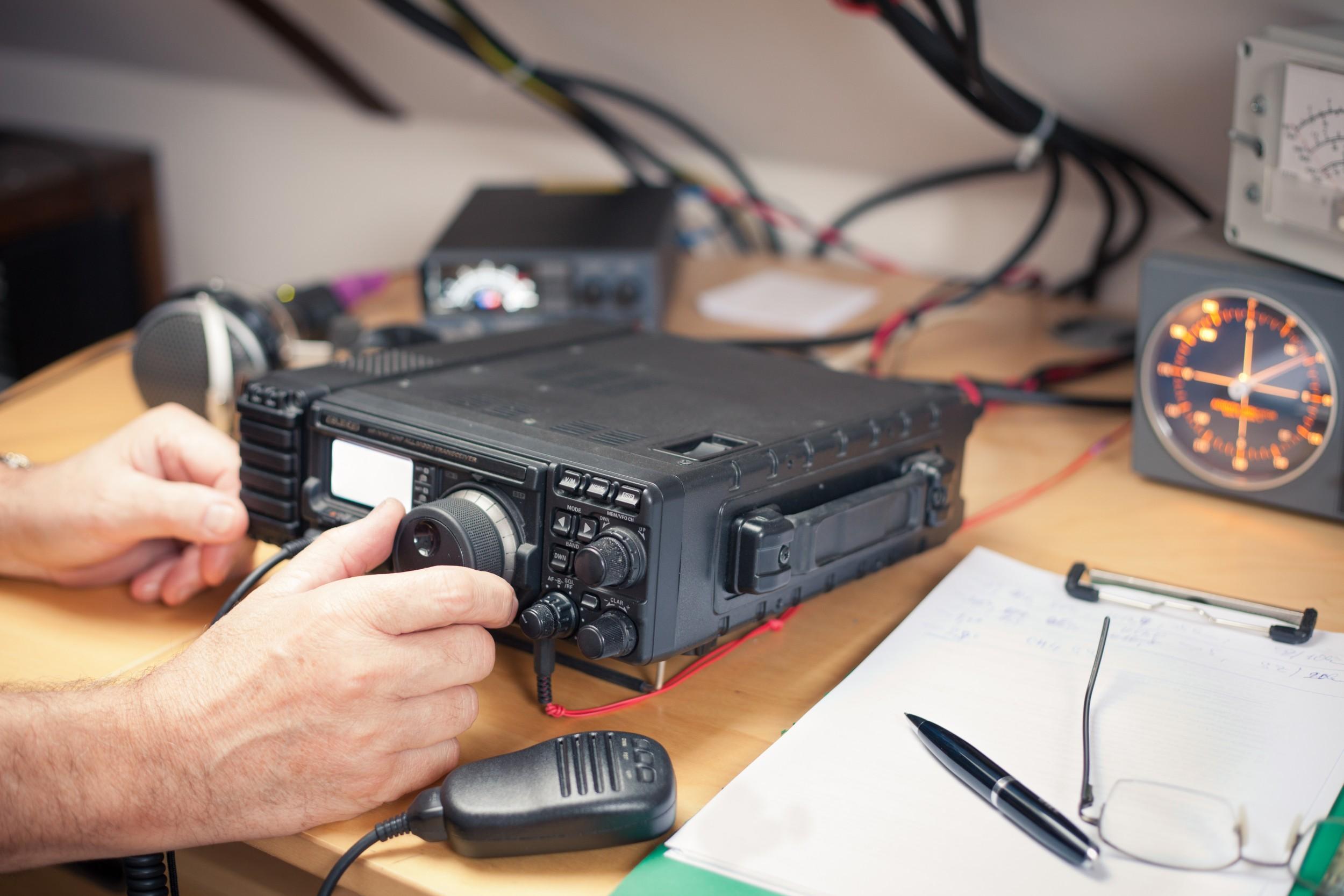 Resultado de imagem para radioamadores