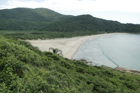 Praia de Naufragados, no extremo sul da Ilha de Santa Catarina. Foto: Lucas Martins