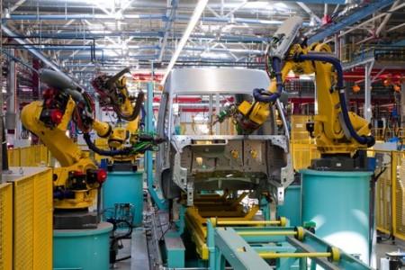 Linha de montagem de carros automatizada. Foto:  Vladimir Salman / Shutterstock.com