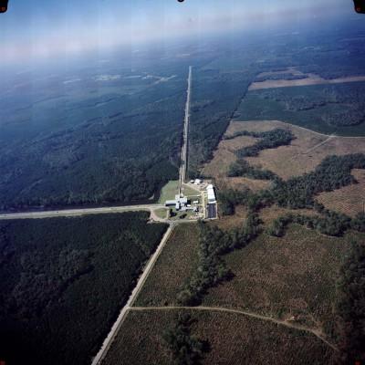 Vista aérea do LIGO (Laser Interferometer Gravitational-Wave Observatory). Foto: © LIGO / http://www.ligo.caltech.edu/