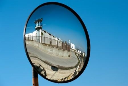 Espelho parabólico. Foto: sezer66 / Shutterstock.com