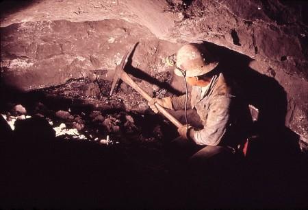 Mineração de urânio (EUA, 1972). Foto: Bill Gillette / domínio público / via Wikimedia Commons