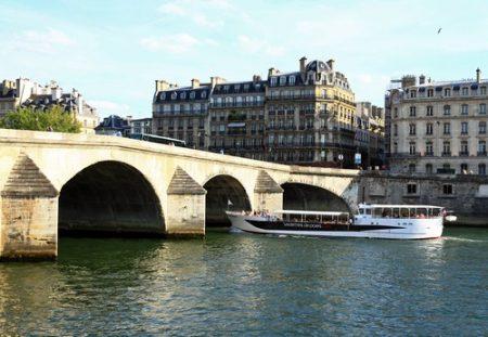 Rio Sena, em Paris, é um dos rios despoluídos mais famosos. Foto: Liudmila Ermolenko / Shutterstock.com