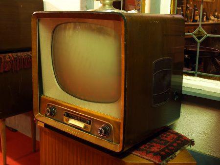 Televisão antiga. Foto: Alf van Beem / Wikimedia Commons / domínio público